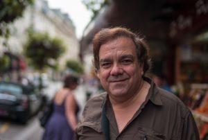 Didier Bourdon, attore francese della TV e del cinema. Tramite Assimil, impara tedesco, spagnolo, italiano, inglese ed inglese americano