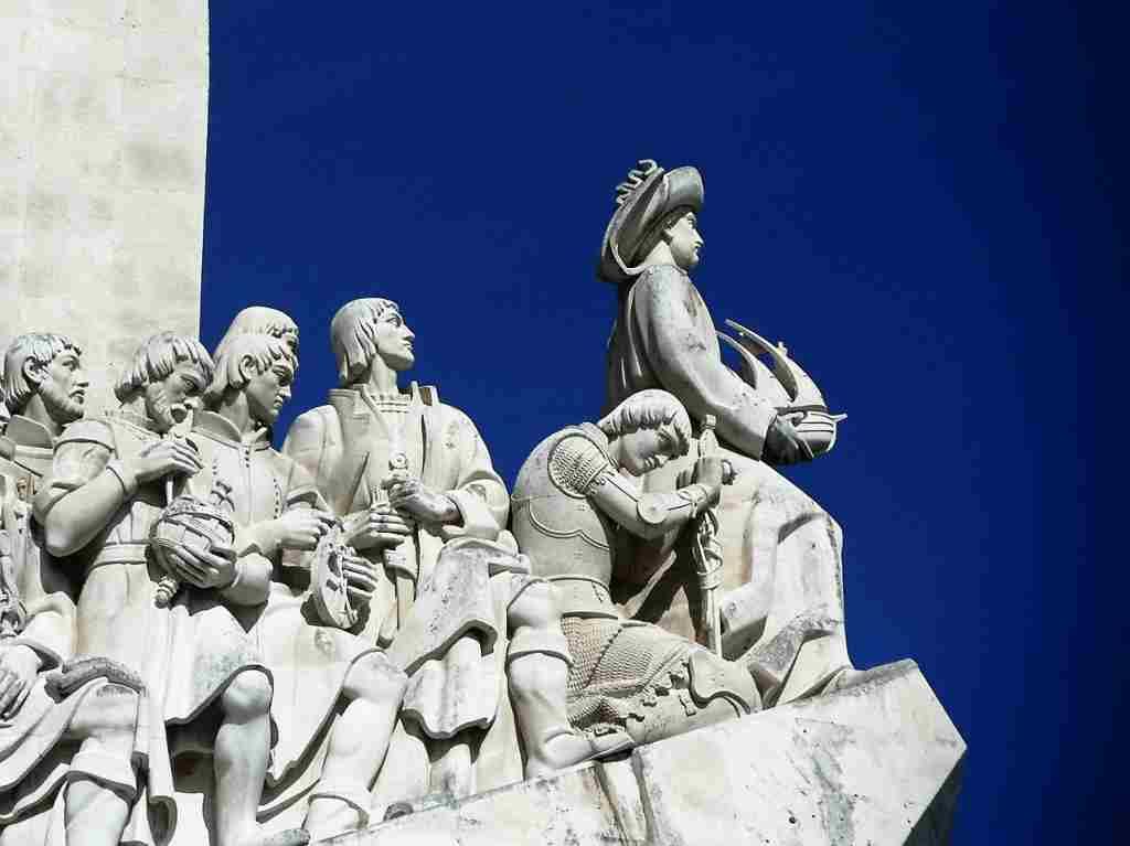 Monumento aos Descobrimentos, Lisboa. Dove si parla portoghese? Grazie a loro, in tutti i continenti.