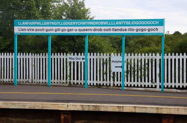 Il toponimo più lungo del Regno Unito: Llanfairpwllgwyngyllgogerychwyrndrobwllllantysiliogogogoch. Oppure Llanfair PG e basta.