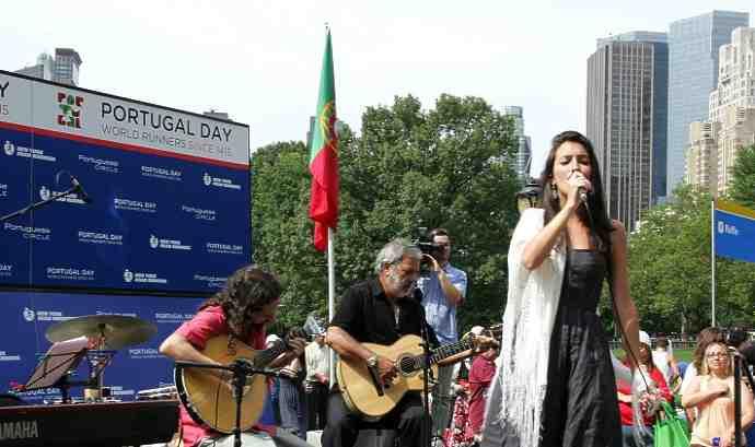 Festa Nazionale del Portogallo, celebrata il 25 aprile a New York. Parlare portoghese apre molte porte.