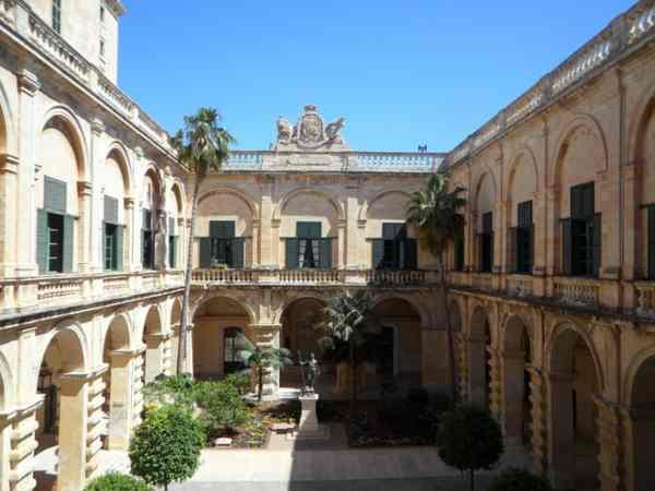 Imparare il maltese: il palazzo dello SMOM