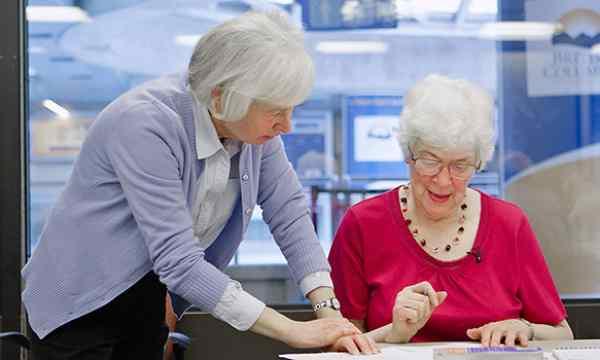 Declino Cognitivo: Anziani Studiando