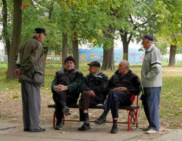 Declino Cognitivo: Anziani Parlando Lingue Straniere