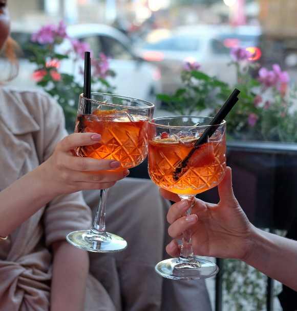 Spritz con italiani. Parlare italiano con una buona bevuta.
