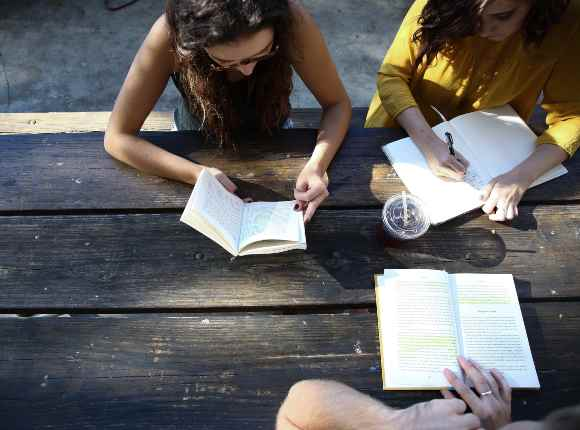 Estudiar con amigos