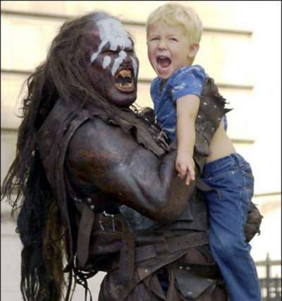 Uruk-hai babysitter, bilingue in orchico e ovestron