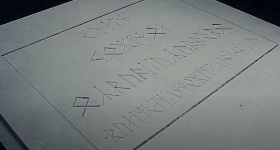 Epitafio de Balin, khuzdûl escrito en cirth